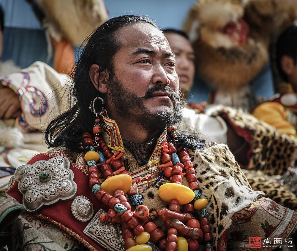 藏族康巴漢子的血性與溫情:夏季草原賽馬會